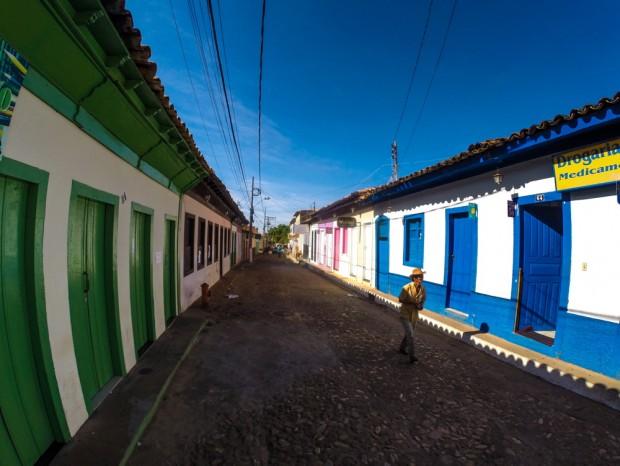 Rua direita, no centro da cidade de Grão Mogol, (MG)  que foi construída  por escravos.    .( Foto Joel Silva / Folhapress. )