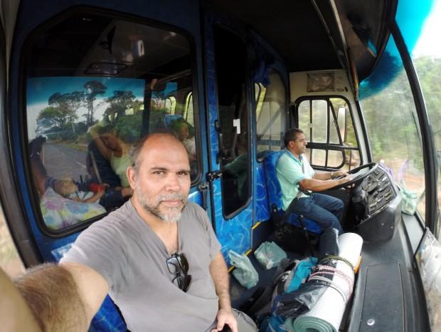 O motorista de ônibus  Jorge, dirige ônibus de turismo entre Barretos e Uberaba  .( Foto Joel Silva / Folhapress.)