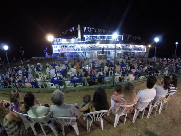 Orquestra sinfônica jovem de Pirapora , (MG), durante apresentação no barco a vapor,  Benjamim Guimarães, nas margens do Rio São  Francisco. (Foto Joel Silva / Folhapress. )